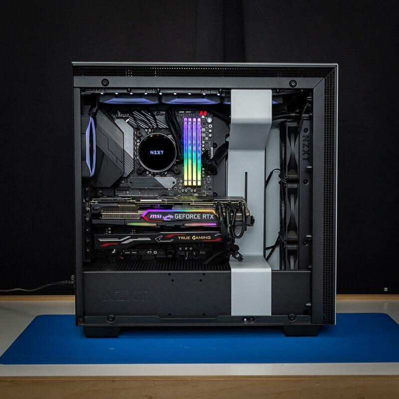 Image d'un ordinateur de gaming sur mesure illuminé